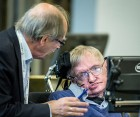 Nobel physics laureate Gerard 't Hooft of Utrecht University, the Netherlands, confers with Stephen Hawking at a weeklong conference at KTH Royal Institute of Technology on the information loss paradox. (photo credit: Håkan Lindgren)