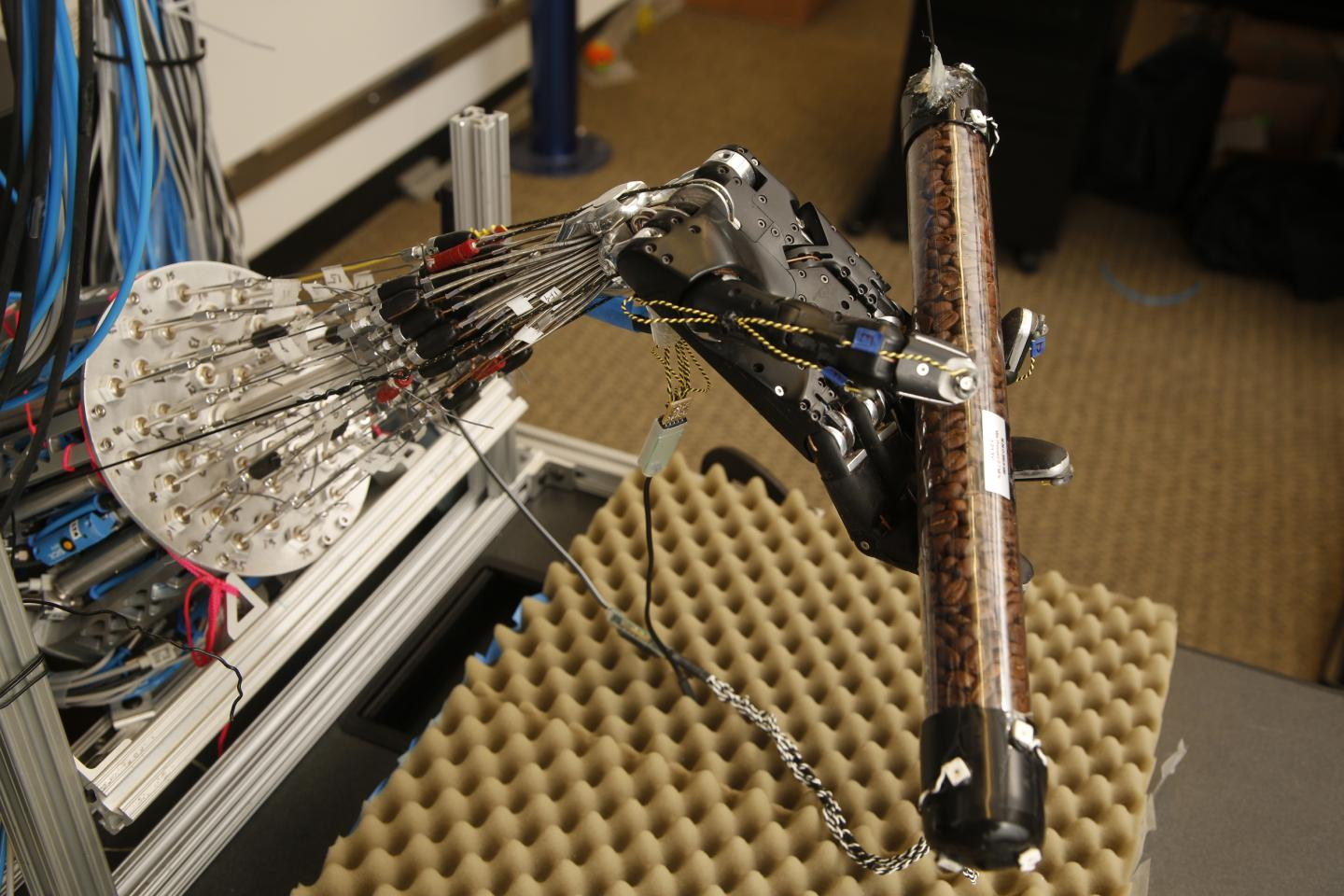 This five-fingered robot hand is close to human in functionality