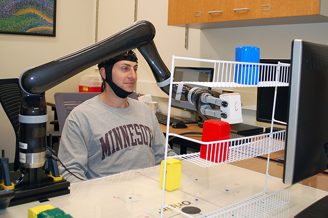How to control a robotic arm with your mind — no implanted