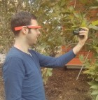 The Google Glass app and illuminator allow researchers unit to analyze chlorophyll concentration in a leaf without harming the plant (credit: UCLA)